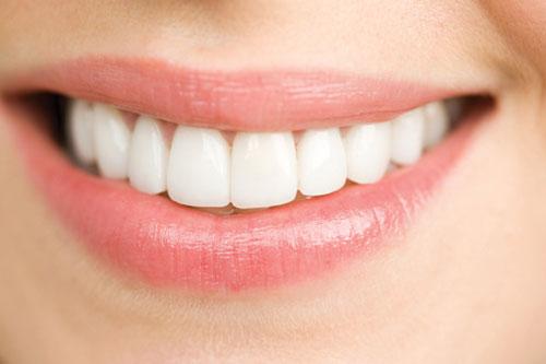 Tẩy trắng răng có ảnh hưởng gì tới men răng không?