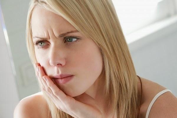 Bọc răng sứ bị cộm và cách khắc phục ra sao?