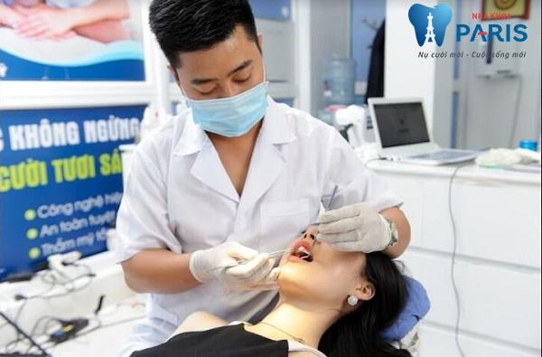 bệnh nhân hỏi bác sĩ khi bị sâu răng nên làm gì